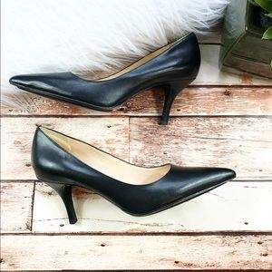 Cole haan black leather classic pumps